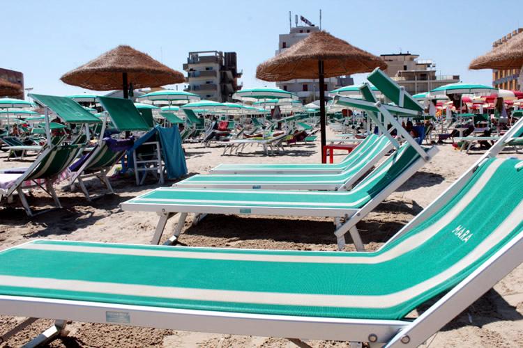 Spiaggia di velluto a pochi metri dallHotel Giulietta di ...